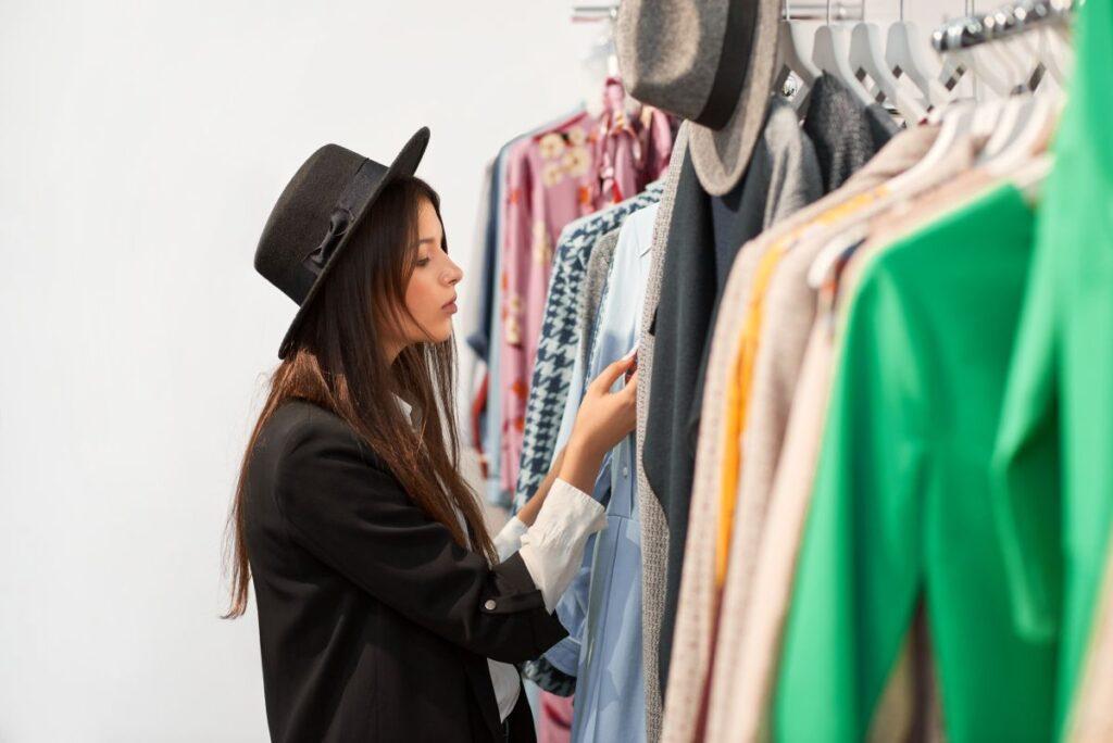 Co warto kupić w sklepach odzieżowych jesienią?